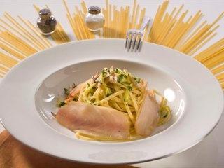 Linguine con pesce spada e zucchine | Ricette | Academia Barilla