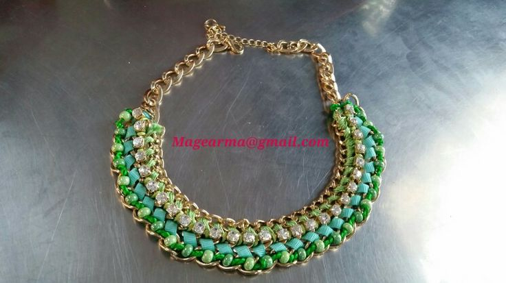 Collar de cadenas en tonos verdes