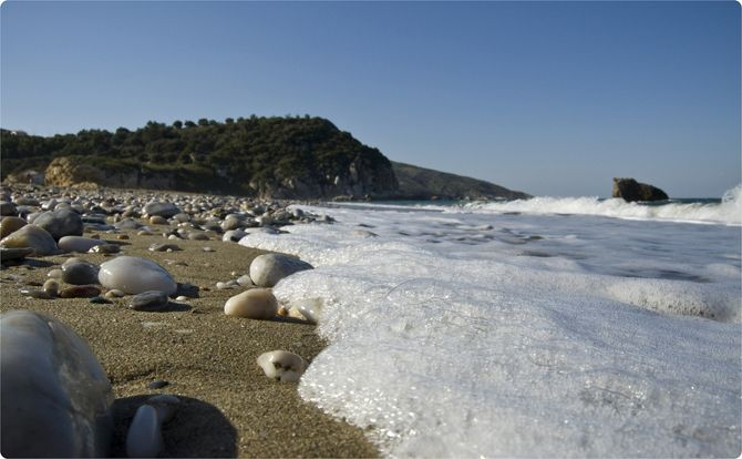 Potistika   Beaches   Nature   Magnesia Prefecture   An equally known beach with fine white sand and blue green waters. It is a lot bigger than Milopotamos, so even on the 15th August visitors will find space for their towel and umbrella. - Copyright © wondergreece.gr