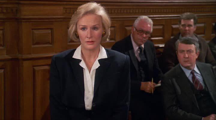 Гленн Клоуз в роли адвоката Тедди Барнс.