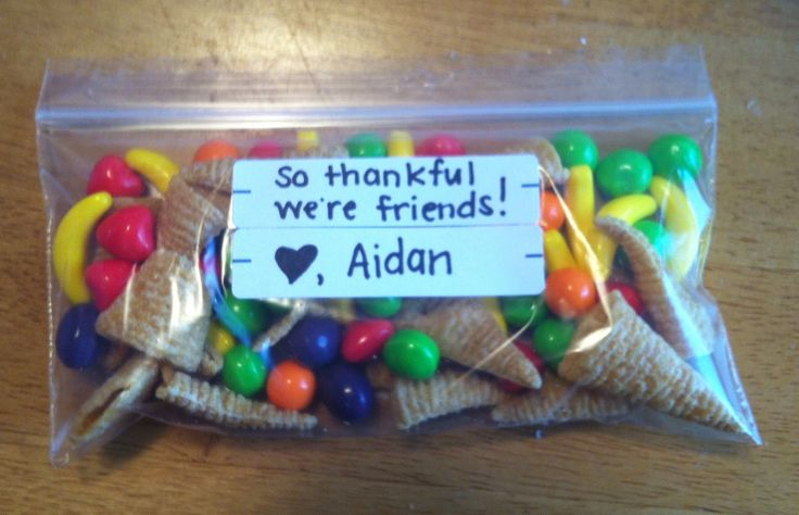 Found this idea on here and made it for Aidan's class! :-) Happy Thanksgiving Avenue Preschool.