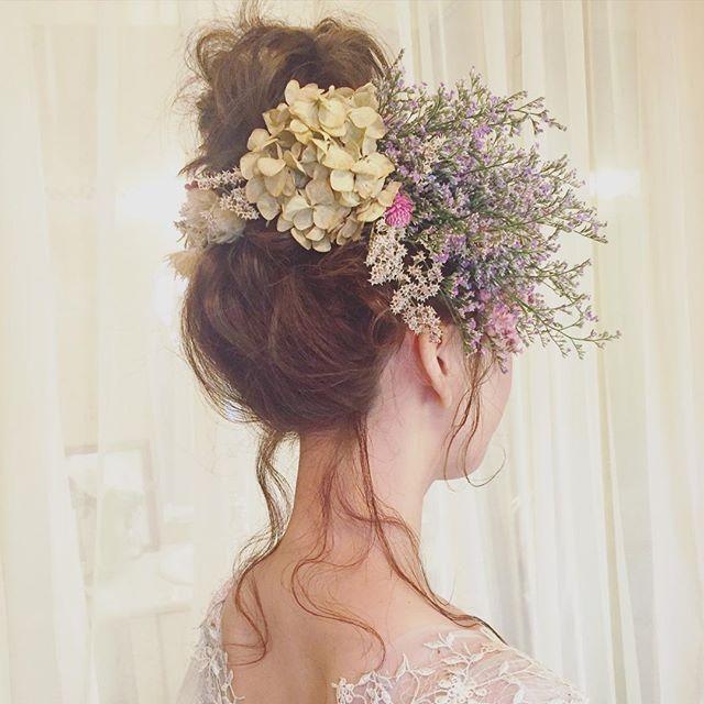 * * 二次会 hair * 花嫁さまご希望の お団子hairに ブルーファンタジアを いっぱいあしらいました♡ * * #ウェディング #コーデ #マリhair