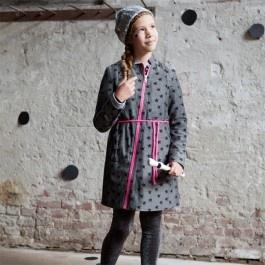 Jasjurk, Een hippe jasjurk die zowel als jas als een jurk te dragen is.