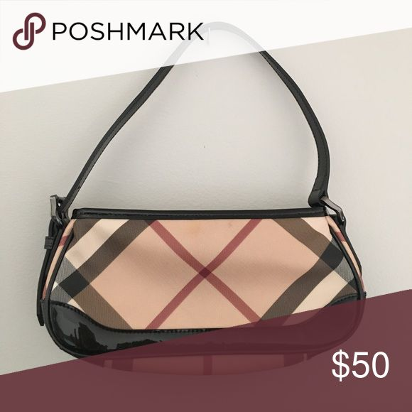 Burberry purse Barely used Burberry purse. Trademark plaid print. A true classic, great staple for the closet Burberry Bags Mini Bags