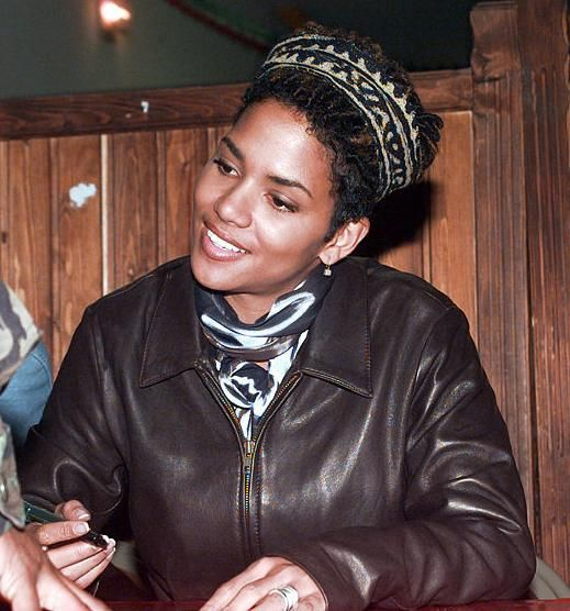 Halle Berry signs autographs for US soldiers in Bosnia-Herzegovina - Halle Berry - Wikipedia, the free encyclopedia