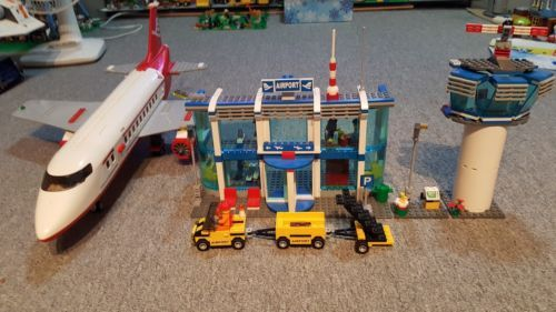 LEGO CITY AIRPORT 3182 ( LOOSE W INSTRUCTIONS NO BOX ) 2010