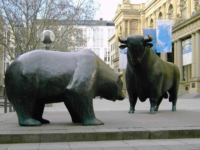 The eternal confrontation between the Bull and the Bear in the stock market - in front of the Frankfurt Stock Exchange