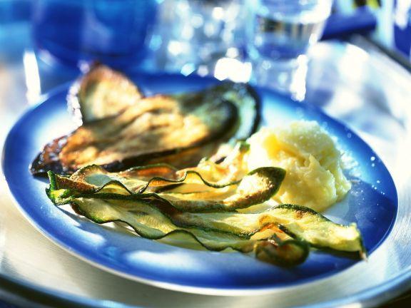 Frittierte Zucchini und Auberginenhobel mit Kartoffelbrei ist ein Rezept mit frischen Zutaten aus der Kategorie Fruchtgemüse. Probieren Sie dieses und weitere Rezepte von EAT SMARTER!