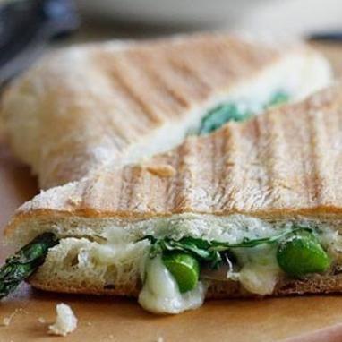Ένα υγιεινό σάντουιτς με ιταλικές επιρροές. Μπορείς να το απολαύσεις κάθε ώρα της ημέρας. Θερμίδες: 291/ μερίδα