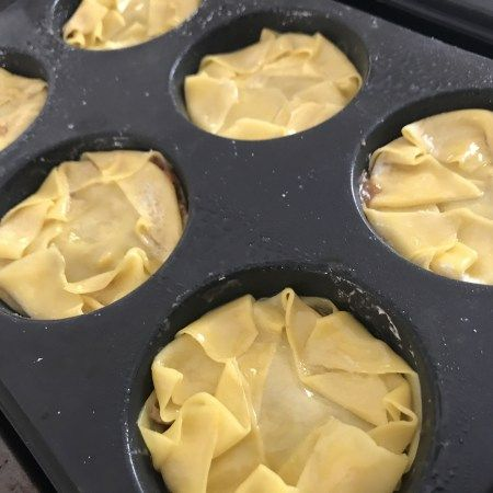 Chicken & Vegetable Wonton Pies Makes: 9 Ingredients: 18 wonton wrappers 250g chicken mince 1/2 small onion, finely diced 1/2 small celery stalk, finely diced 1/2 small carrot, grated 1/2 small…