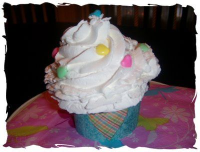 Whipped cream icing: Art Party, Cream Ice, Ice Cakes And Party'S Stuff, Art Parties, Whipped Ice, Chocolates Cakes Recipes, Food Art, Whipped Cream Frostings, Parties Cupcakes