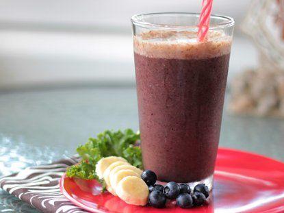 Fruit and Kale Smoothie - QueRicaVida.com