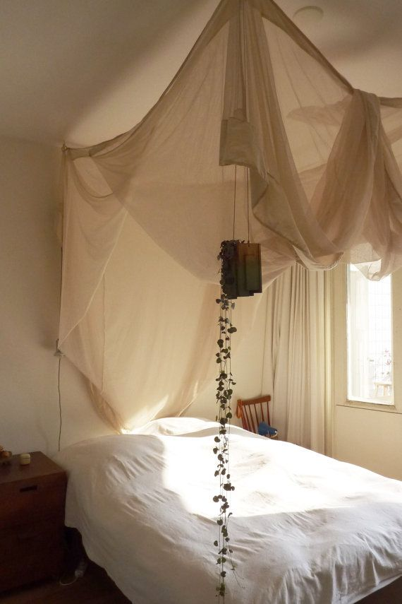 Hang vaasje diy canopy guest bed and toddlers for Hanging canopy over bed