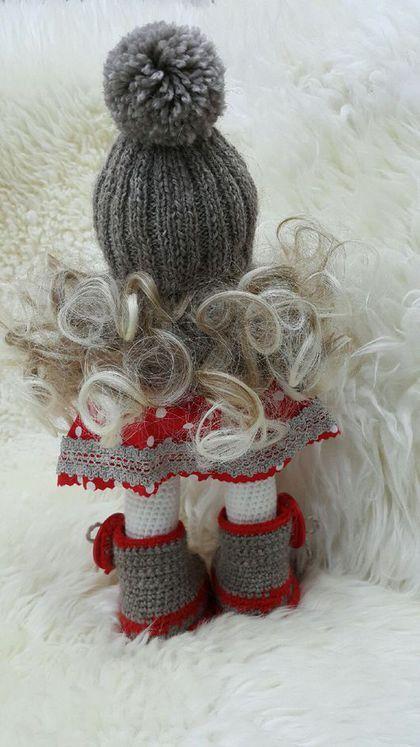 Купить или заказать Шерстяная девочка в интернет-магазине на Ярмарке Мастеров. Девочка связана крючком из акрила. Одежда - шерсть и хлопок. Одежда, кроме юбочки, не снимается.
