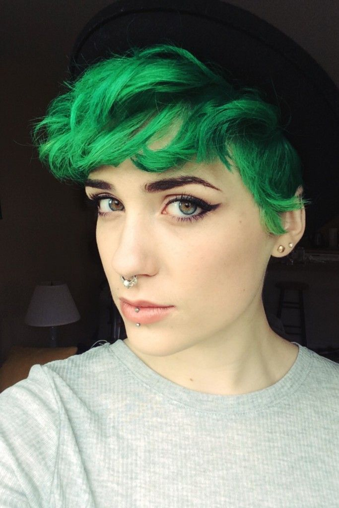 Short Green Dyed Hairstyle with Septum - http://ninjacosmico.com/24-dyed-hairstyles-try/