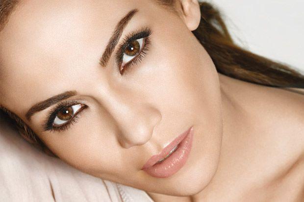 Descubre los mejores trucos de maquillaje para disimular y afinar nariz!