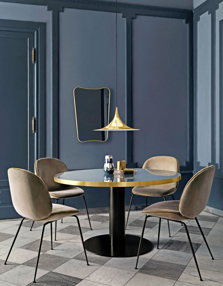 Soggiorno Anni 50 // 50s style dining room • Tavolo by Gubi. Sedie: design GamFratesi per Gubi