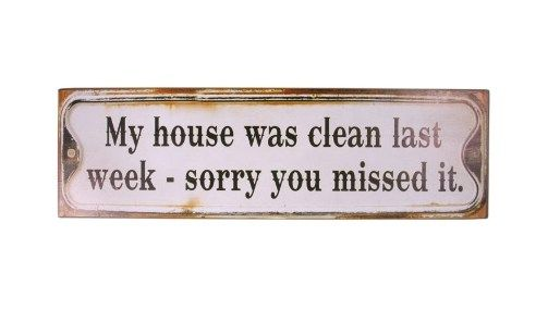 "Metalskilt med teksten ""My house was clean last week, sory you mist it"" fra Ib Laursen."