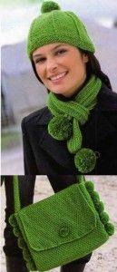 Прекрасные зеленые вязаные шапочка, шарф и сумка