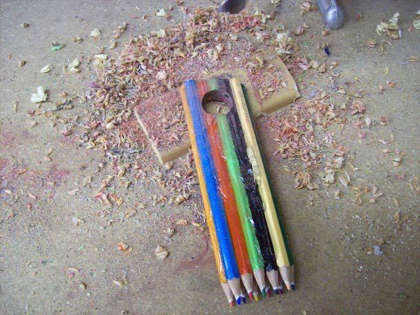 Fabriquer une jolie bague avec des crayons de couleur ! | Ufunk.net