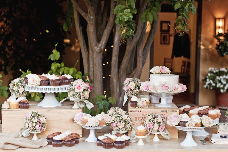 images wedding cake tables wedding cake table cupcakes wedding cakes 16389