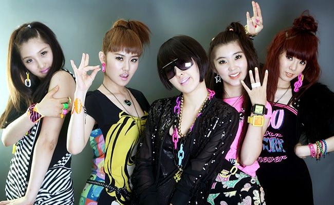 On Episode 9 of #PopUnmuted, we talk about the differences between Korean pop and Western pop, and the new #4Minute single Crazy. #Kpop #podcast