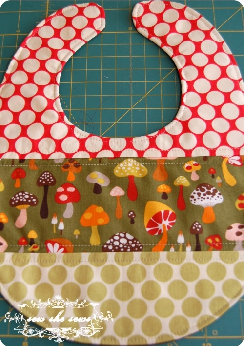 DIY Bib - Gonna try this pattern out soon. Meaning today.