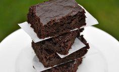 Separamos sugestões de receitas de brownie diet com poucas calorias e ideais para diabéticos, pessoas que querem perder peso ou ainda manter o peso.