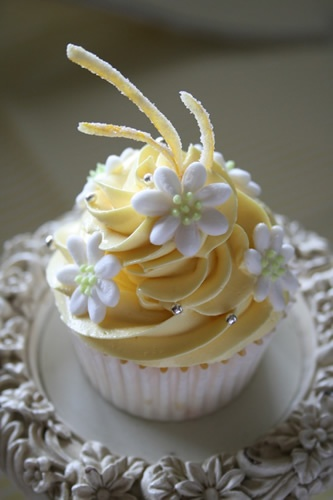 Lemon  #wedding cupcakes ... Wedding ideas for brides, grooms, parents & planners ... https://itunes.apple.com/us/app/the-gold-wedding-planner/id498112599?ls=1=8 … plus how to organise an entire wedding ♥ The Gold Wedding Planner iPhone App ♥