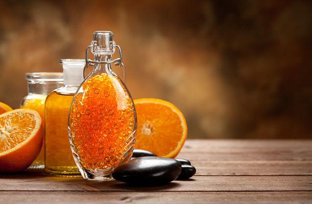 A házi narancsillóolajhoz nem kell más, mint alkohol és narancshéj. Csakugyan egyszerű elkészíteni.