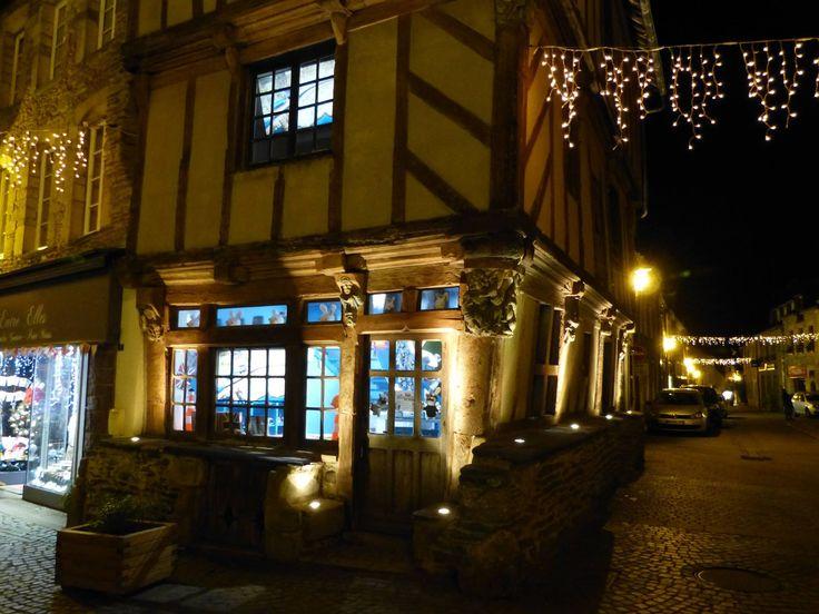 #maison #LapinsCrétins #Malestroit #Morbihan #Bretagne #boutique #noël #christmas #nuit