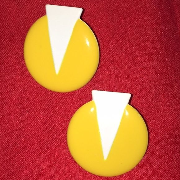 Vintage 80's earrings wild geometric studs So fun Lightweight tin bright yellow and white 80s vintage geometric pierced earrings in perfect condition. Vintage Jewelry Earrings