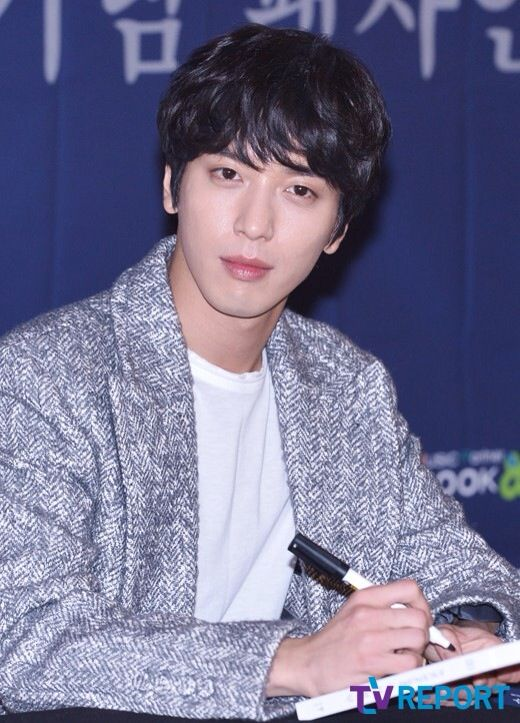 Jung Yong Hwa ( CNBLUE ) Fan Sign Event at IFC Mall, Yeouido, Yeongdeungpo-gu, Seoul  150125