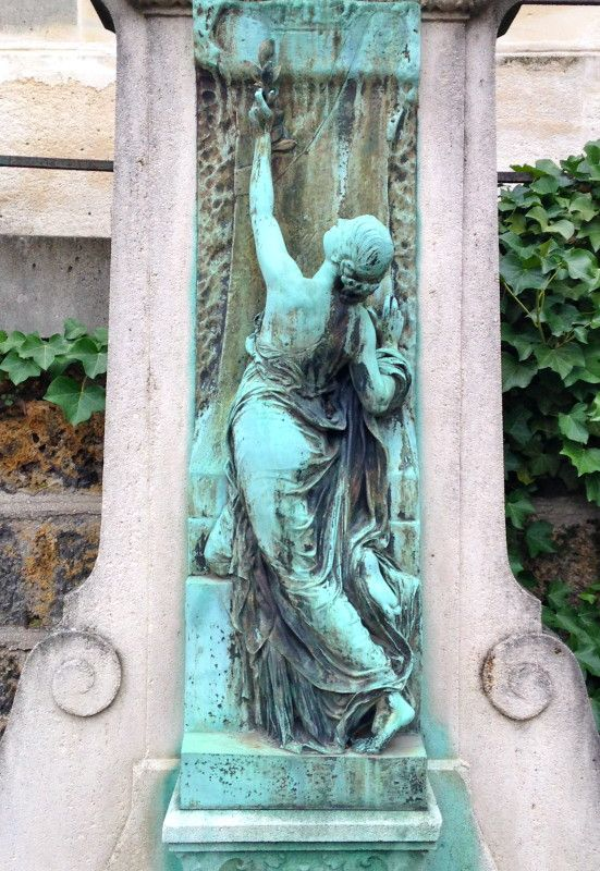 Monumental Memorials on Pere Lachaise november 2013 http://keramiekvoorbuiten.nl/for-my-pinterest-friends-pere-lachaise-hearses/ Review written in English on the website