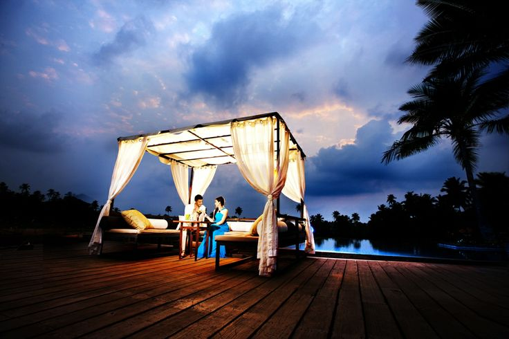 A drink with a loved one under the open sky #EdgeBar #Luxury #Goa #AlilaDiwa