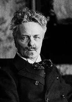 Johan August Strindberg – Figura ao lado de Henrik Ibsen, Søren Kierkegaard e Hans Christian Andersen como os maiores escritores escandinavos. É um dos pais do teatro moderno. Seus trabalhos são classificados como pertencentes aos movimentos literários naturalista e expressionista.