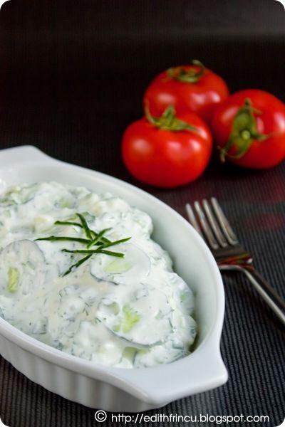 SALATA DE CASTRAVETI CU SOS DE BRANZA- O salatica rapida buna si consistenta, de vara si mai ales de caniculaaaa, pentru ca se face repede-repede. Ne trebuie: 2-3 castraveti cca 200 g iaurt crem
