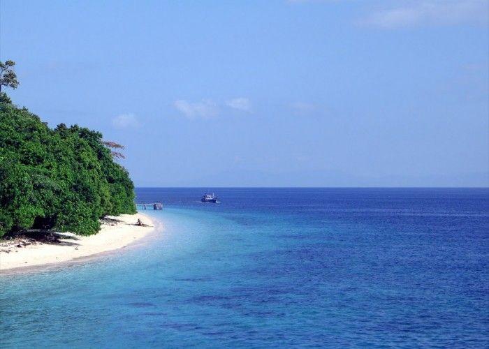 Trip Ambon dan Pantai Ora 4D3N | AjakJalan