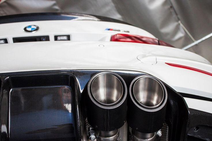 BMW M3 F80 z wydechem Remus prezentuje się niezwykle okazale - a jeszcze lepiej brzmi!  Sportowy system dla nowego M3 to bestseller ostatnich miesięcy. Sportowy wygląd dzięki carbonowym końcówką oraz nieporównywalnie lepszy dźwięk przekonują do siebie coraz więcej kierowców eMek.   Nie czekaj - przekonaj się o zaletach wydechu Remus już teraz! Remus Polska http://www.remus-polska.pl/