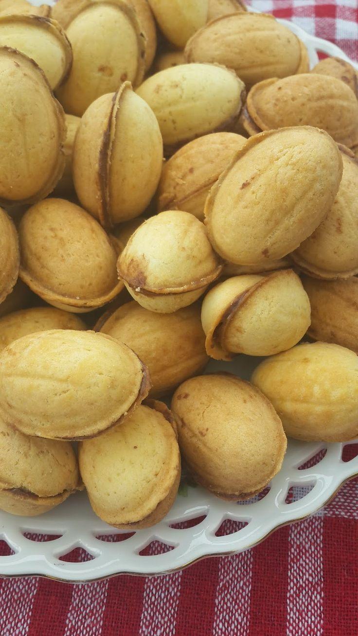 Ukrayna'dan getirtmiş olduğum ceviz kurabiye makinemle yapmış olduğum nefis kurabiyelerimi sizlerle paylaşmak istedim.Tadına bakanlar tarafı...