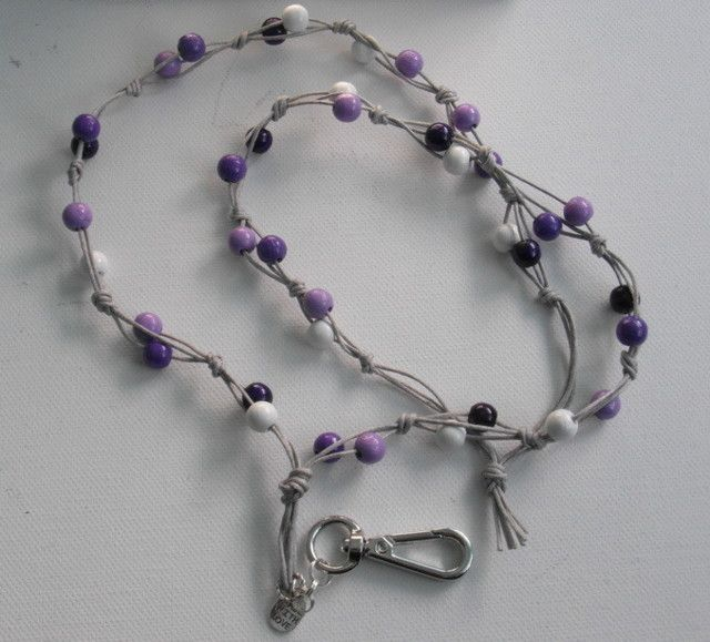 Avainnauha #9 by Miss Piggy / Key chain, ID holder, made with wooden beads and waxed cord