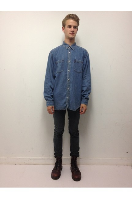 Vintage denim Levi's shirt. Click to buy!