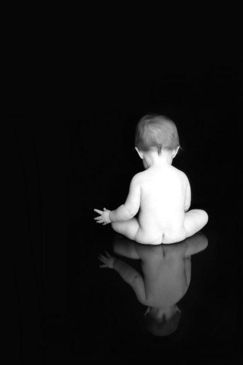 sitting baby-photoshoot-ideas