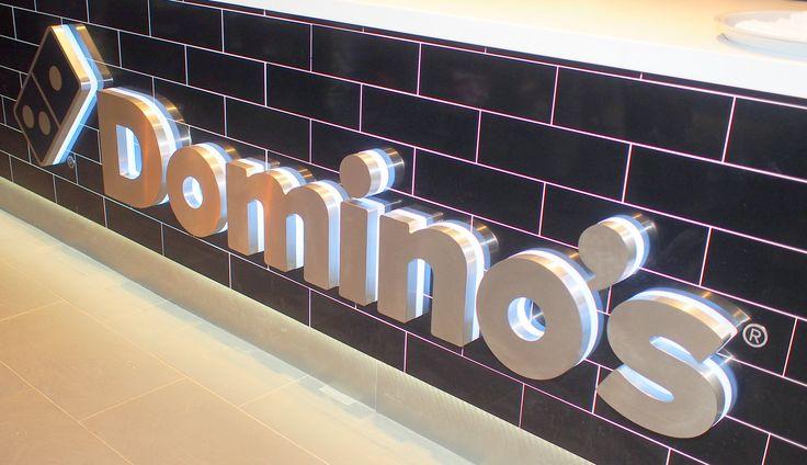 Freie und Pizza Stadt Hamburg. Joey's, der alte Kupferstecher und Pizzabäcker, ist jetzt Geschichte. Alle 25 Hamburger Stores sind auf Domino's umgestaltet und das Sortiment ist erweitert worden