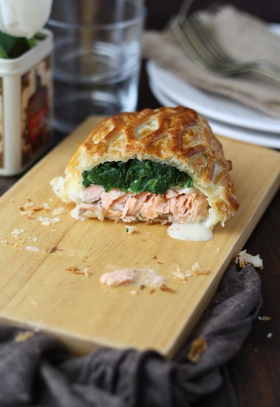 Salmon en croute... scroll down on the blog..the recipe is in English as well.