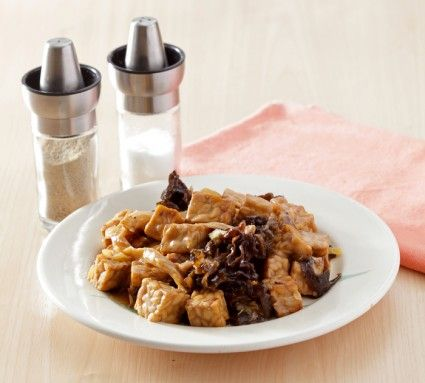 Tumis tempe jamur, perpaduan tempe dan jamur menghasilkan hidangan sangat lezat. Yuk lihat resepnya.
