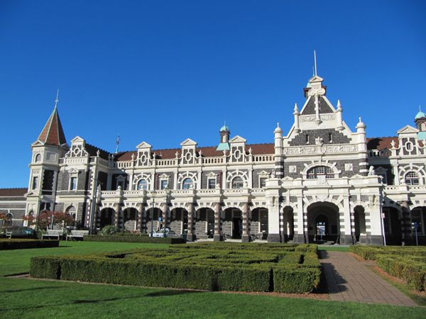 Dunedin Train Station — Dunedin, New ZealandStations Dunedin, Training Stations, Dunedin Training, Railway Stations, Everyday Architecture, Train Stations, New Zealand Vacations, Beautiful Training, Dundin Railway