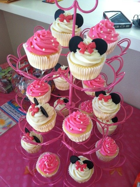 Cupcakes at a Minnie Mouse Party #minniemouse #party