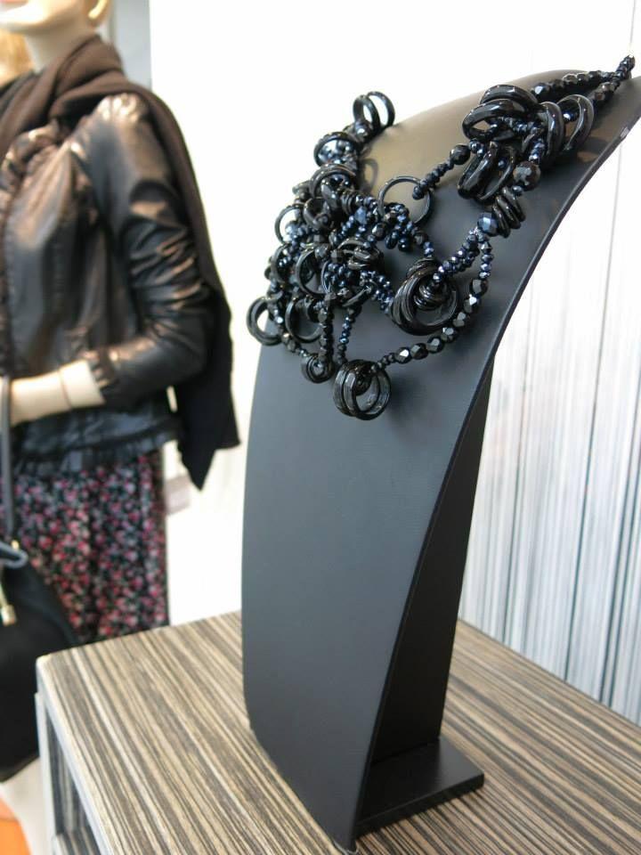 #necklace #jewels #jewelry #maxinecklace #bignecklace #blacknecklace #crystals #crystals&glass #pigal #pigalboutique #uniquepiece www.pigal.com
