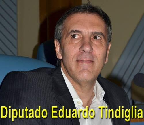 El Diputado Tindiglia entregó un subsidio al colegio IPCR de Winifreda